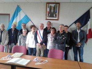 Les protagonistes ont posé pour la photo lors  de la réception en mairie.
