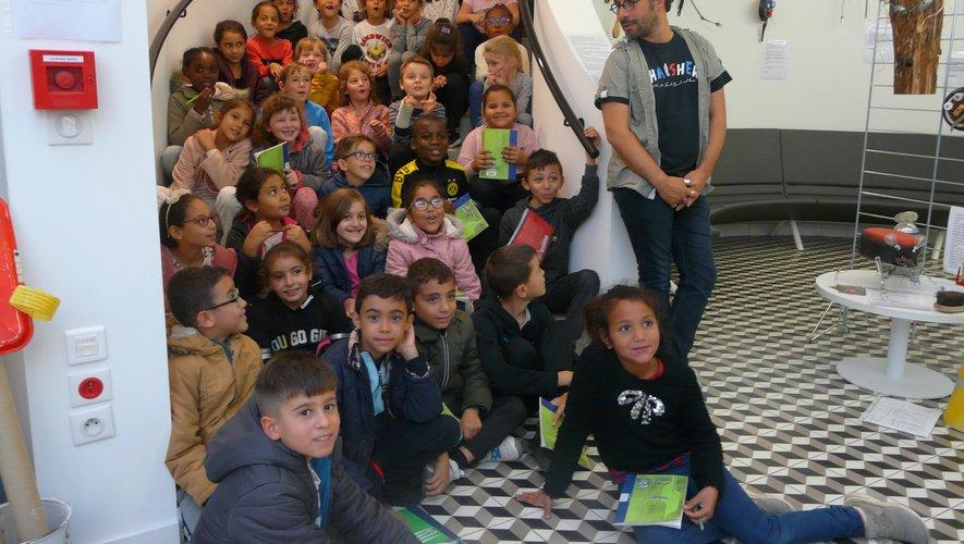 Les CE1 et CE2 de l'école Jean-Laroche avec Thomas Scotto.