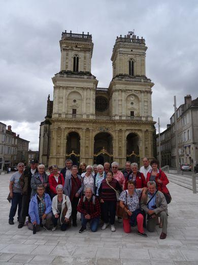 Devant la cathédrale d'Auch.