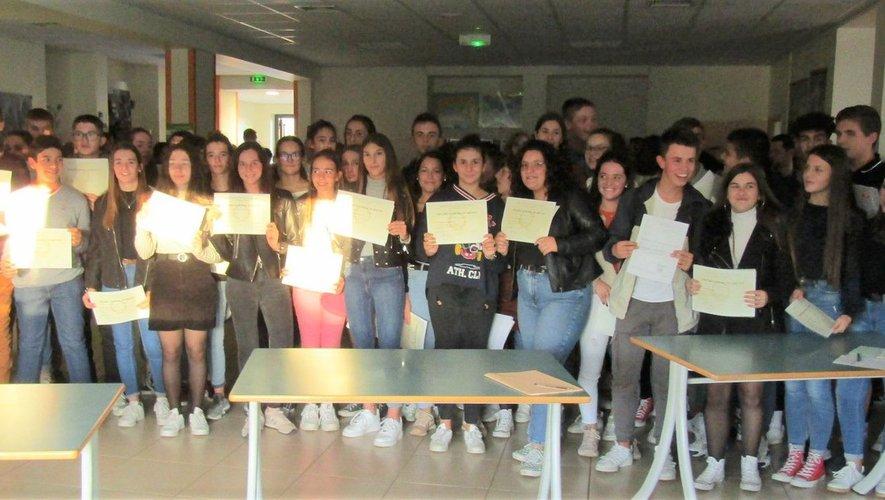 Les élèves ont été félicités pourleur réussite et encouragés dansla poursuite de leur parcours.