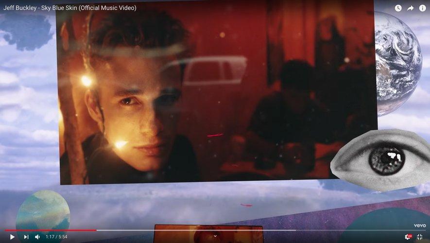 """Le clip de la démo inédite de Jeff Buckley """"Sky Blue Skin"""" a récemment été dévoilé sur YouTube."""