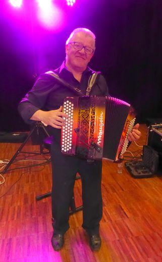 Avec son accordéon, Joël Bayol vous entraînera sur la piste de danse.