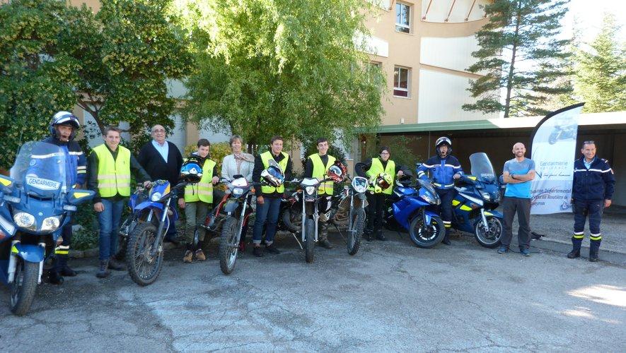 Une information générale sur la conduite des motos et les précautions à prendre.