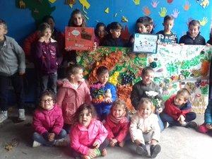 Les élèves ravis de présenter leurs réalisations.