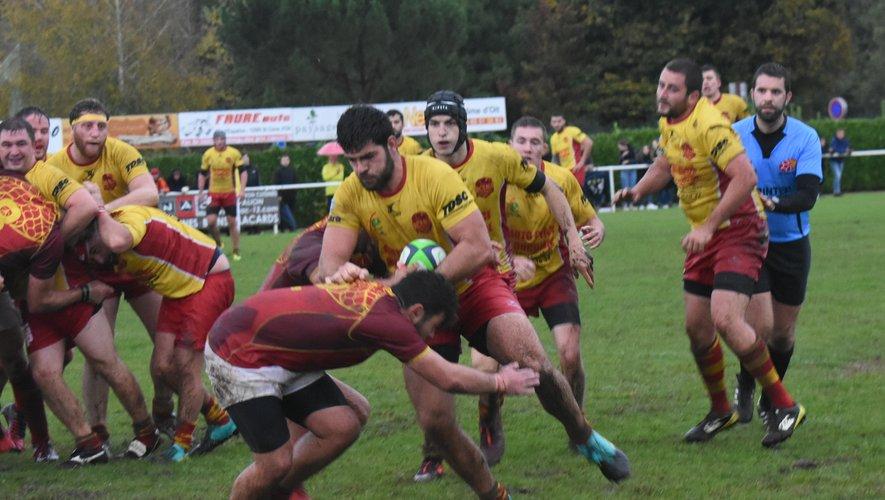 Malgré les conditions météo compliquée,  les deux équipes ont essayé de produire du jeu.