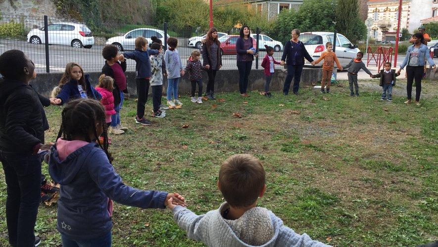 Parents, enfants et bénévoles de l'Afas réunis pour partager un moment ludique.