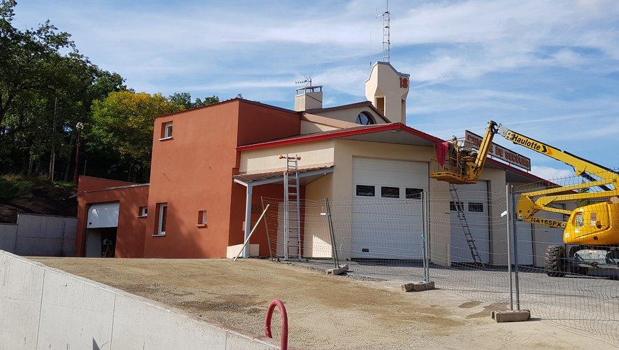 Le centre de secours a meilleure mine, l'intérieur est en cours de finition.