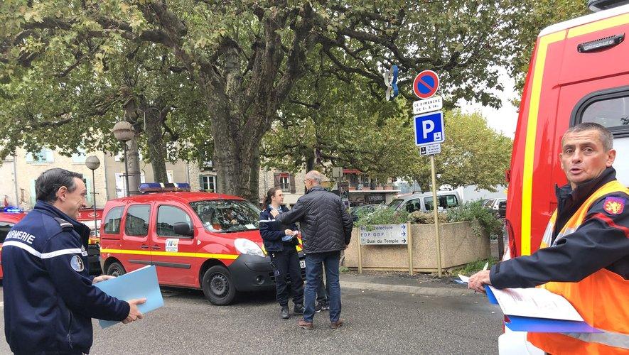 Pompiers et gendarmes ont pris en charge le blessé.