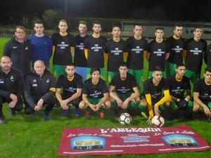L'équipe fanion samedi avant le coup d'envoi contre Cazes.