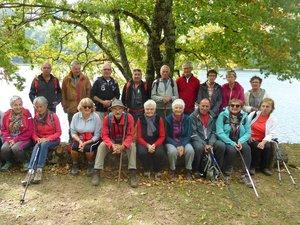 Les participants à cette randonnée au bord du lac de Castelnau-Lassouts.