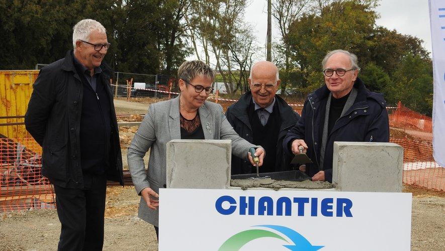 M. Scheuer, Mme Bessaou, M.  Iramont et M. Lalle ont posé la première pierre du chantier de la station d'épuration de Lioujas.
