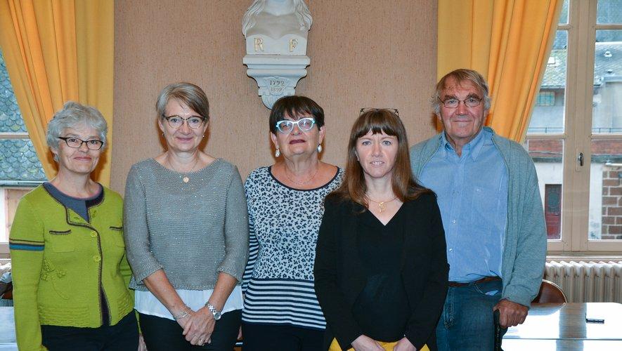 Dominique Saleilles et Guylaine Serieye (2e et 4e de gauche à droite) en compagnie des élus.