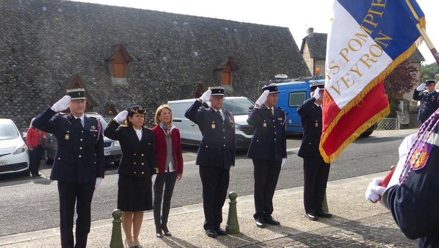 Les personnalités lors de la cérémonie au monument aux morts.