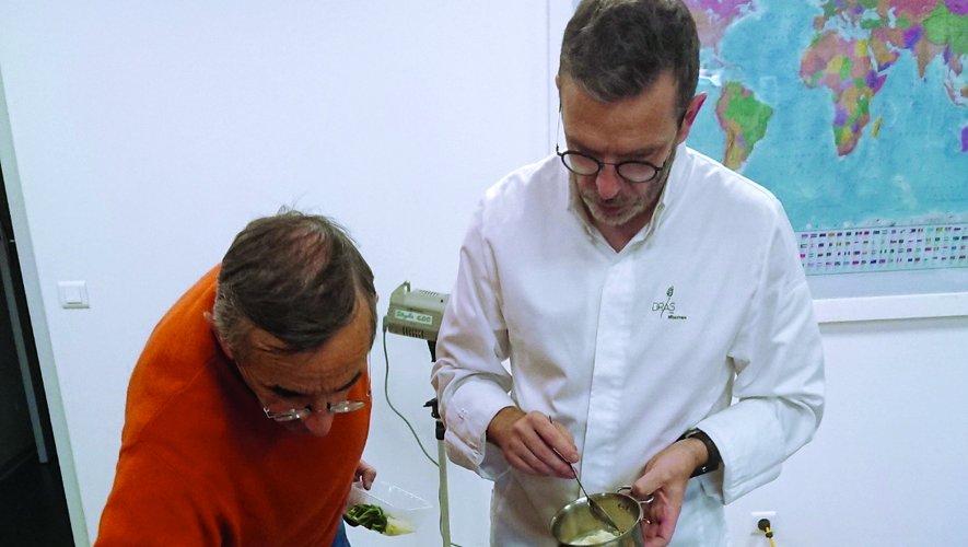 C'est avec leur précision légendaire, quasiment chirurgicale, que Michel et Sébastien Bras ont travaillé sur ce livre, intitulé « Bras, le goût du jardin ». Sur les textes bien sûr, mais aussi sur la préparation des recettes destinées à être prises en photo. Le résultat est à la hauteur de leurs attentes.