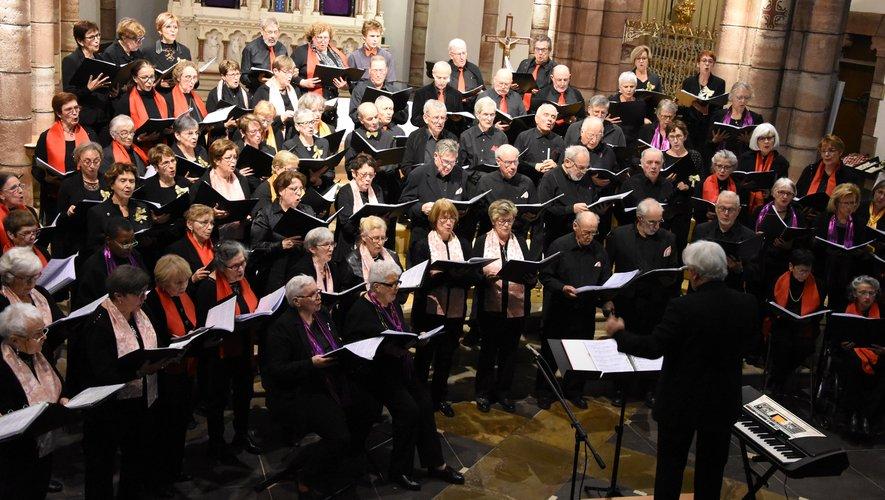 Les choristes espalionnais ont plaisir à se retrouver avec d'autres ensembles pour un concert commun.