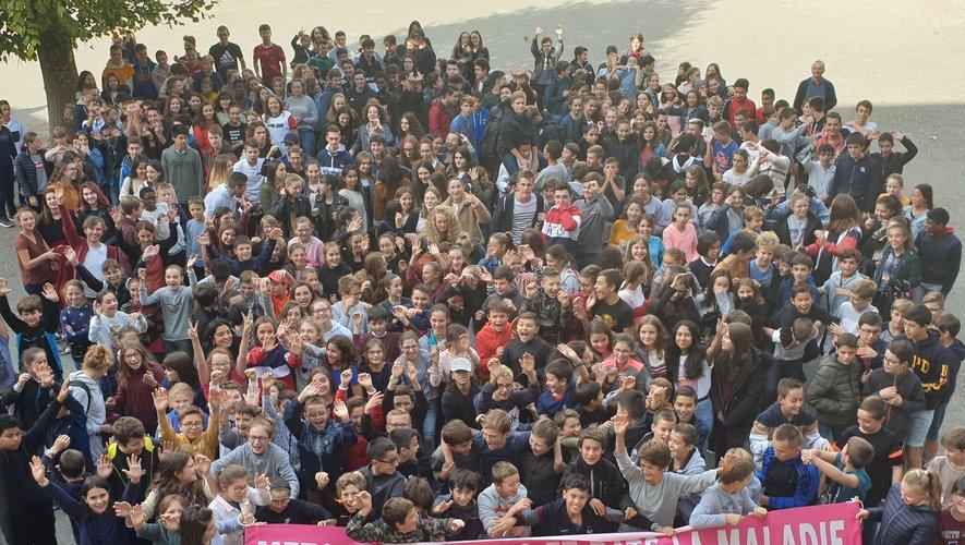 Les lycéens et collégiens rassemblés à Saint-Joseph pour Ela.