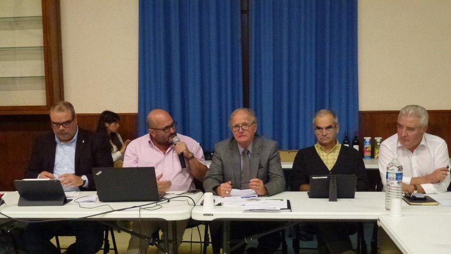 Le représentant du cabinet d'étude Scop Repères et Christophe Méry, en charge des affaires sociales,restituent l'étude-diagnostic.
