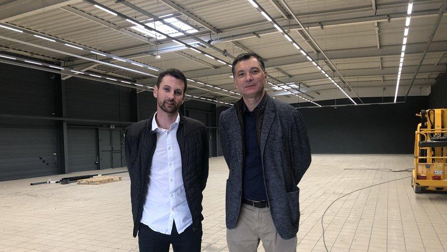 Laurent Mittelberger, directeur de ce Décathlon et Stéphane Bouyer, responsable développement et expansion de Décathlon.