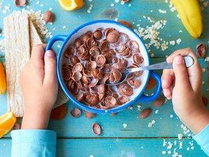 La moitié des aliments pour enfants trop sucrés, trop salés