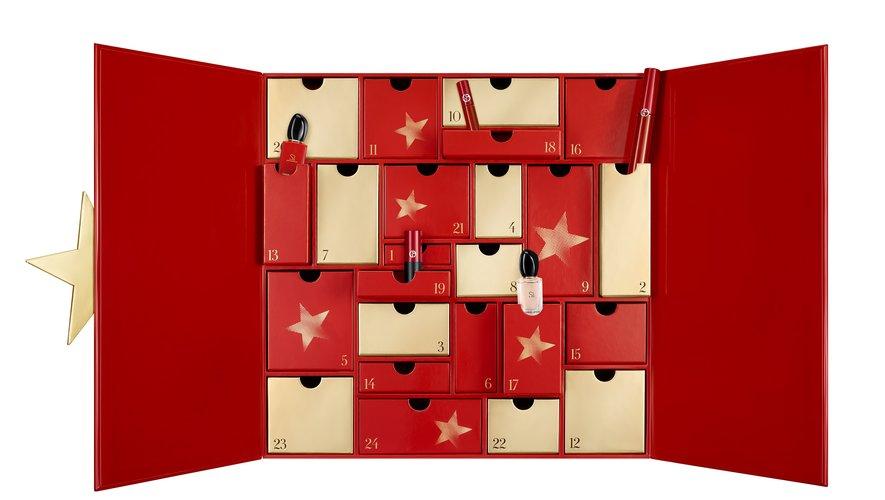 Le calendrier de l'Avent Giorgio Armani Beauty - Disponible chez Sephora - Prix : 300 euros - Site : www.sephora.fr.