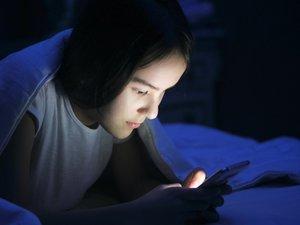 Plus de 3 heures de réseaux sociaux par jour perturbent le sommeil des ados