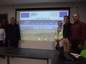 Forces vices et élus réunis ce lundi à Pont-de-Salars pour le lancement du site levezou.fr