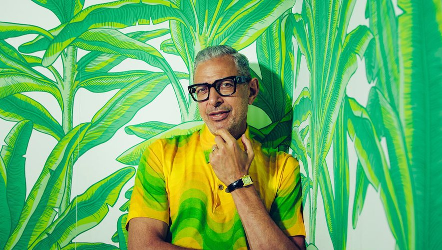 "Jeff Goldblum accompagnera Miley Cyrus au piano sur son prochain album ""I Shouldn't Be Telling You This""."