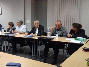 Une partie des membres du conseil en pleine séance de travail.