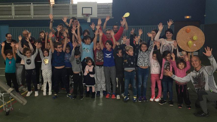 Les enfants du centre de loisirs et les résidants du foyer de vie d'Auzits ont partagé une journée sportive.