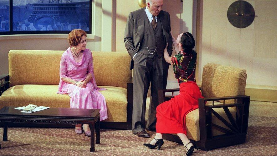 """Annick Alane, ici avec Michel Piccoli etAnne Brochet en pleine répétition de la pièce """"La Jalousie"""" de Sacha Guitry en 2001."""