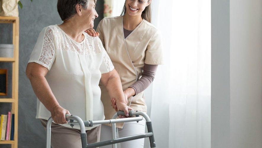 Fin du concours, hausse des salaires… comment revaloriser les métiers du grand âge ?