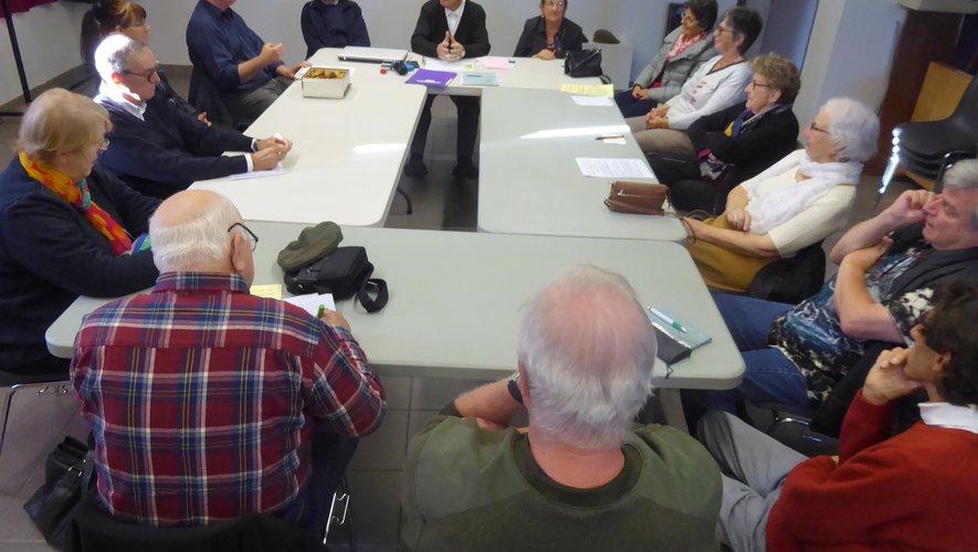 Les participants à cette réunion d'information.