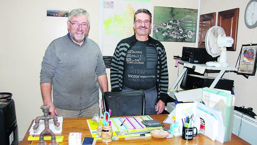 Pierre Marty (à gauche) va assurer le suivi de Jean-Pierre Gensac (à droite) l'heureux retraité.