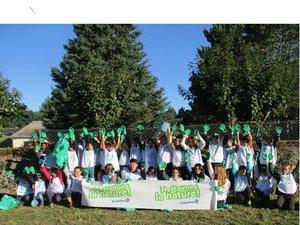 Les jeunes du privé mobilisés pour l'opération « Nettoyons la nature ».