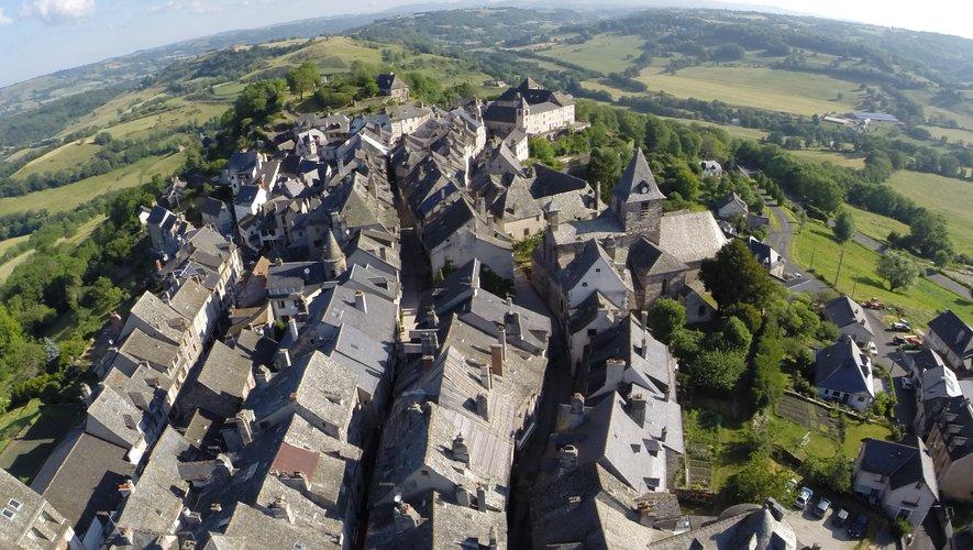 Mur-de-Barrez, ici,  et Peyreleau sont les premières communes en Aveyron à entamer le classement en Site patrimonial remarquable.