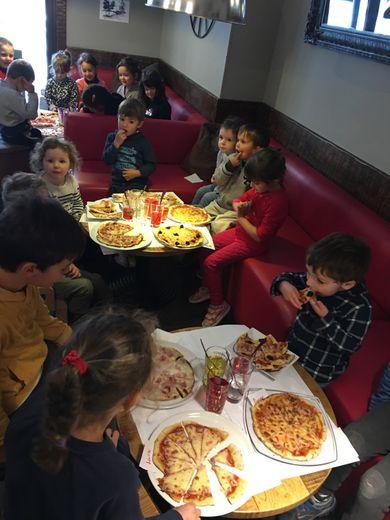 Les enfants ont dégusté les pizzas qu'ils ont eux-mêmes préparées.