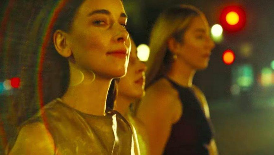 """Haim évoque la dépression dans son dernier titre """"Now I'm In It""""."""