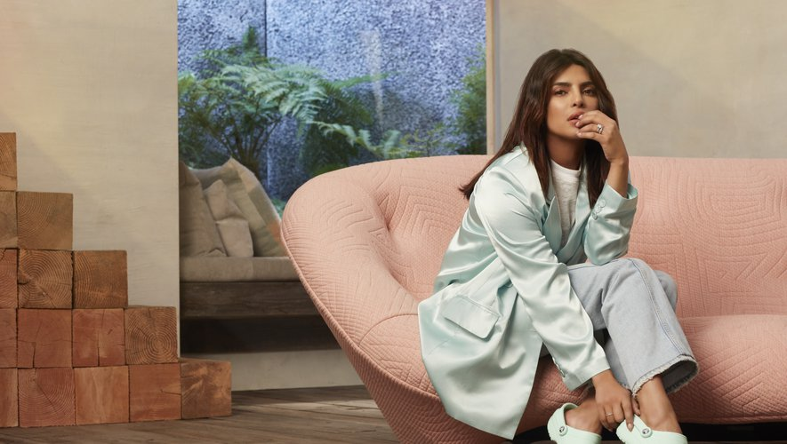 "L'ambassadrice de la campagne Crocs ""Come As You Are 2020"" Priyanka Chopra Jonas porte la paire Classic Clogs."