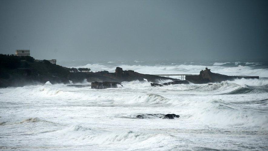 Quelque 140.000 foyers étaient privés d'électricité le 3 novembre dans le Sud-Ouest, où la façade atlantique a été balayée par le tempête Amélie provoquant des dégâts matériels mais pas de victimes.