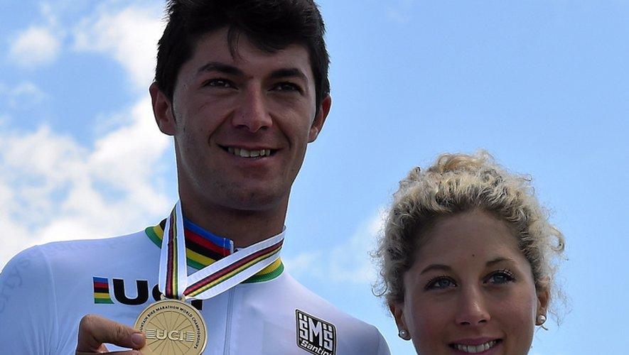 Le Portugais Tiago Ferreira et la Suissesse Jolanda Neff, sacrés champions du monde VTT marathon à Laissac en 2016.