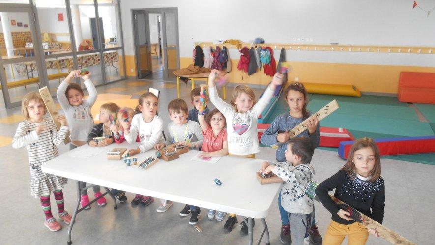 'la musique, dans la peau'! Les enfants ont adoré la fabrication des instruments tout comme l'initiation musicale.