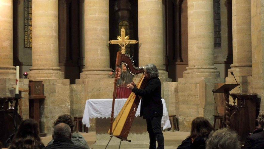 Le public émerveillé par la harpe paraguayenne.