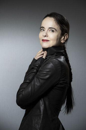"""Amélie Nothomb, 53 ans, est en lice pour """"Soif"""" (Albin Michel), un roman déjà best-seller (avec près de 150.000 exemplaires vendus)."""