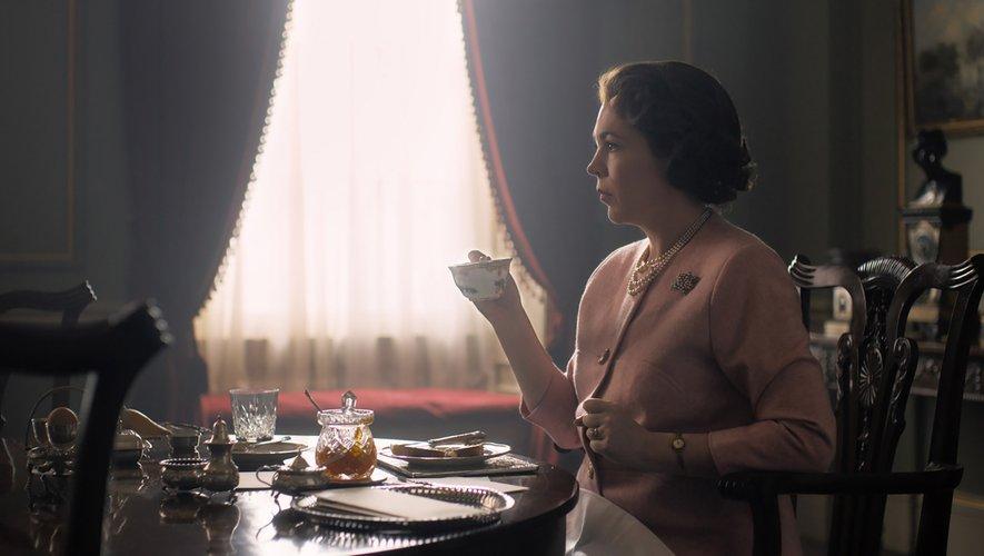 """Olivia Colman succède à Claire Foy dans le rôle principal de la série """"The Crown"""" pour cette troisième saison sur Netflix."""