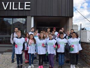 Ils ont trinqué autour d'un verre de jus de fruit bu dans un éco-cup floqué au slogan de Baraqueville.