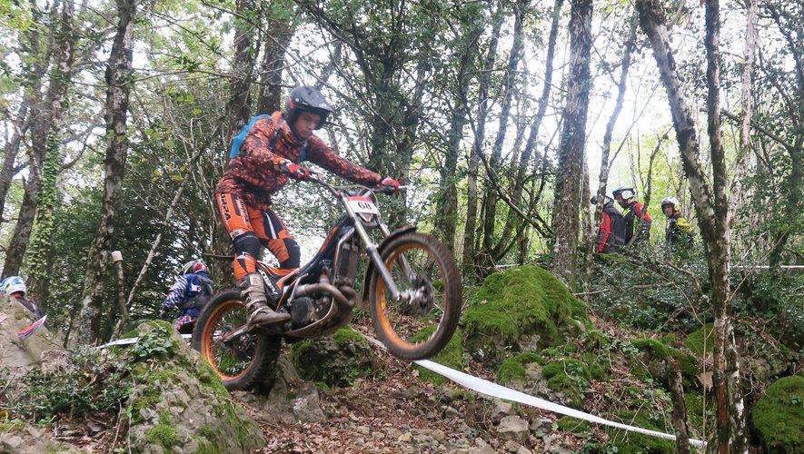 Moto Trial de la Truyère : les pilotes ont fait des prouesses au Pic du Castel