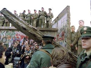 Plusieurs chaînes de télévision et radios célèbrent les 30 ans de la chute du Mur de Berlin avec une programmation spéciale