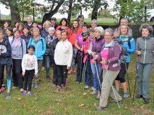 Ce sont plus de cinquante participants qui sont venus marcher en direction des dolmens dans le cadre d'Octobre rose.