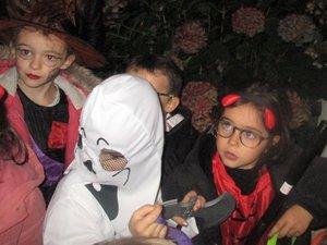 Les petits monstres ont défilé  dans les rues pour Halloween
