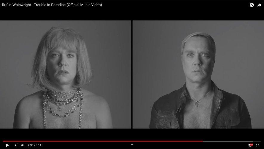 """Rufus Wainwright dans son nouveau clip """"Trouble in Paradise""""."""